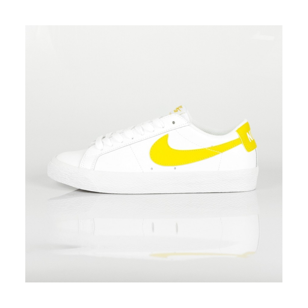 0a8abaeeea895 SB ZOOM BLAZER LOW WHITE   MINERAL GOLD LOW SHOE