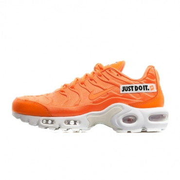 SCARPA BASSA WMNS AIR MAX PLUS SE TOTAL ORANGE/WHITE/BLACK