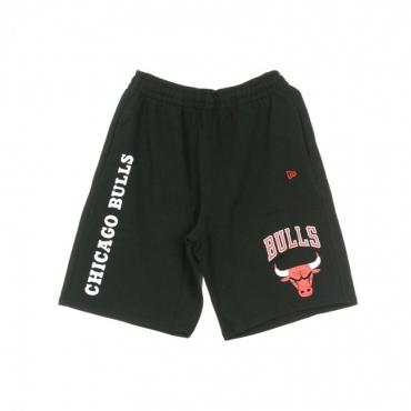 PANTALONE CORTO TUTA NBA LOGO STACK SHORT CHIBUL BLACK/ORIGINAL TEAM COLORS