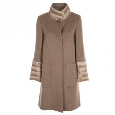 Cappotto in lana con dettagli imbottiti 10