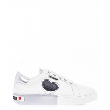 Sneaker in pelle con dettaglio logo bianco