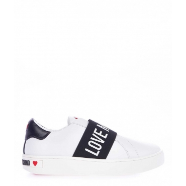 Sneaker slip on con dettagli logo bianco