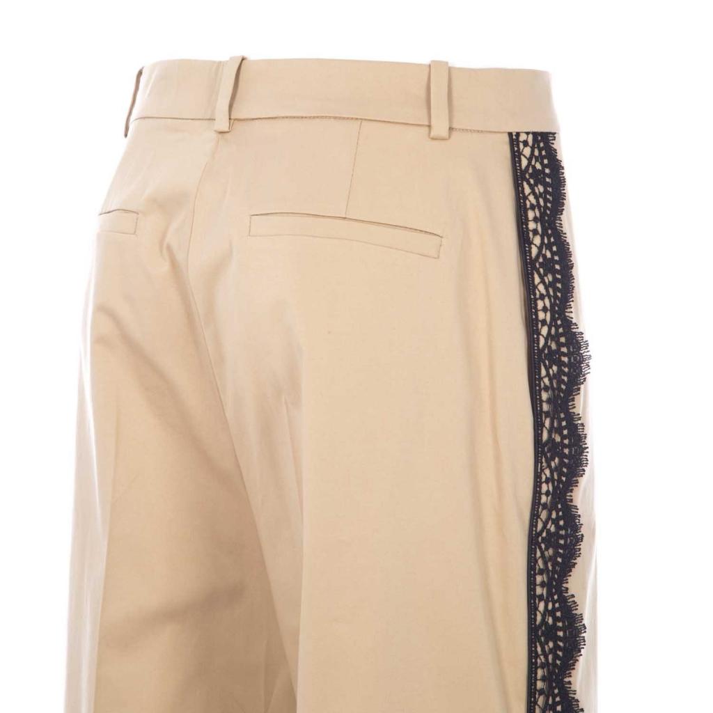 Pantaloni beige con dettagli in pizzo nero sulle parti laterali C74