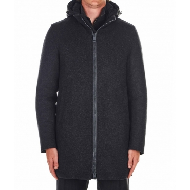 Cappotto di lana con cappuccio nero