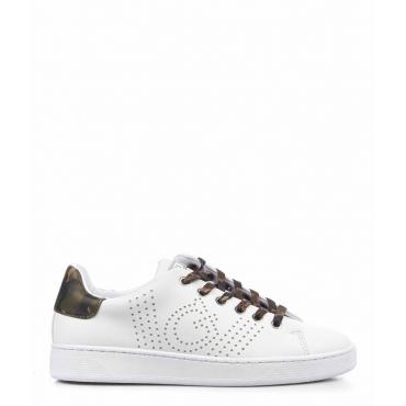 Sneaker con dettaglio logo bianco