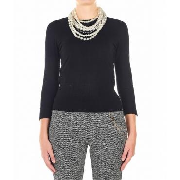 Maglione leggero con collana di perle nero