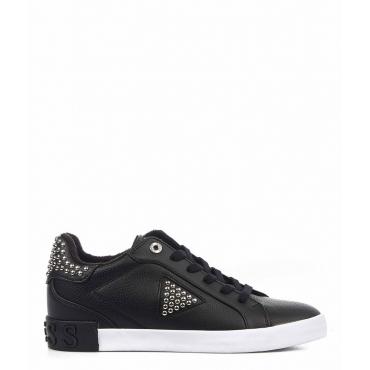 Sneaker con rivetti nero