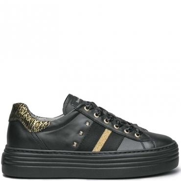 Sneakers in pelle con borchie e banda 100
