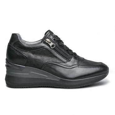 Sneakers nera con zip e suola over 100