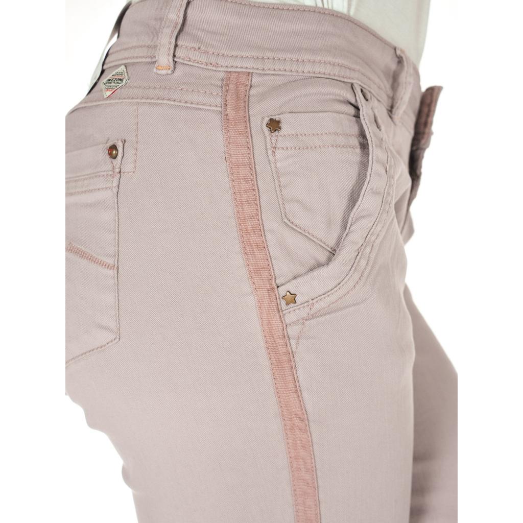 Frauenhose mit altem rosafarbenem Seitenband