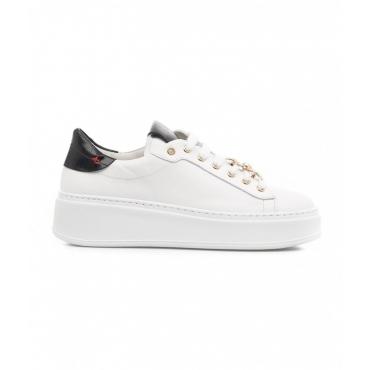 Sneaker con spilla bianco