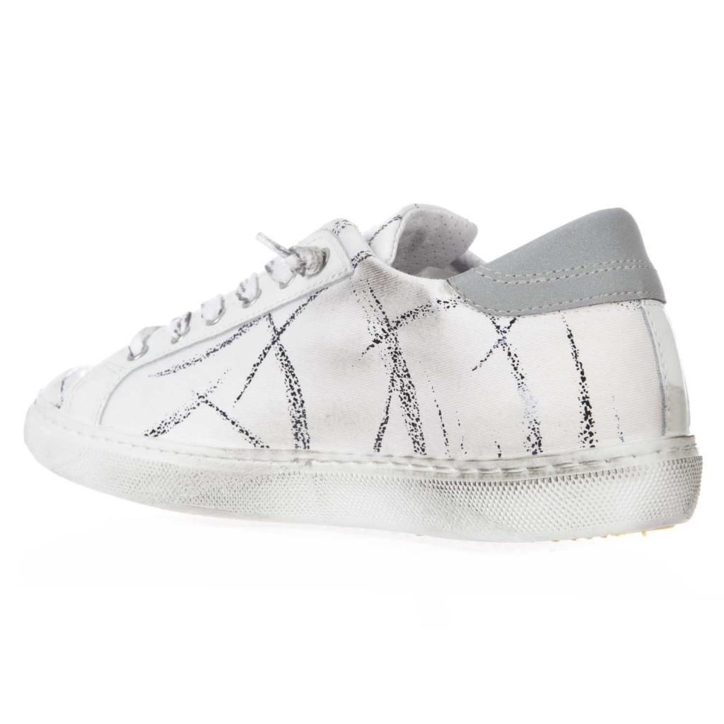 Sneakers con tomaia rivestita in tela e graffiti  BIANCO/NERO