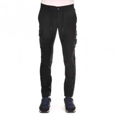 Pantalone con tasconi di lato NERO