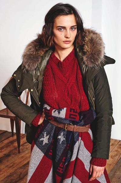 E' arrivato il freddo !!!  Un coprispalla  Woolrich porterà calore e stile anche nelle più fredde giornate invernali.